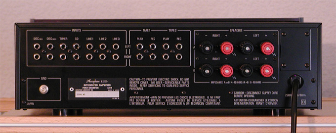 http://www.audioinnovationen.de/assets/images/Accuphase-E-205-hinten-24cm.jpg